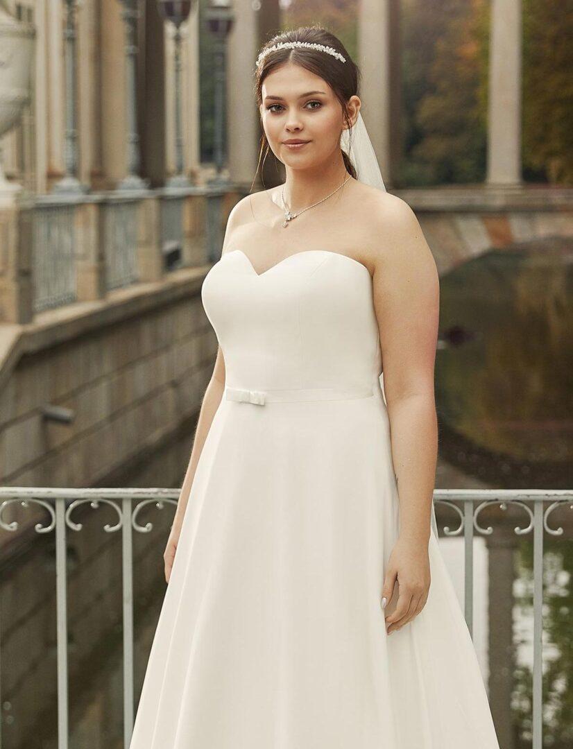 brautkleid-harmonia-plus-size-detail-bella-sposa