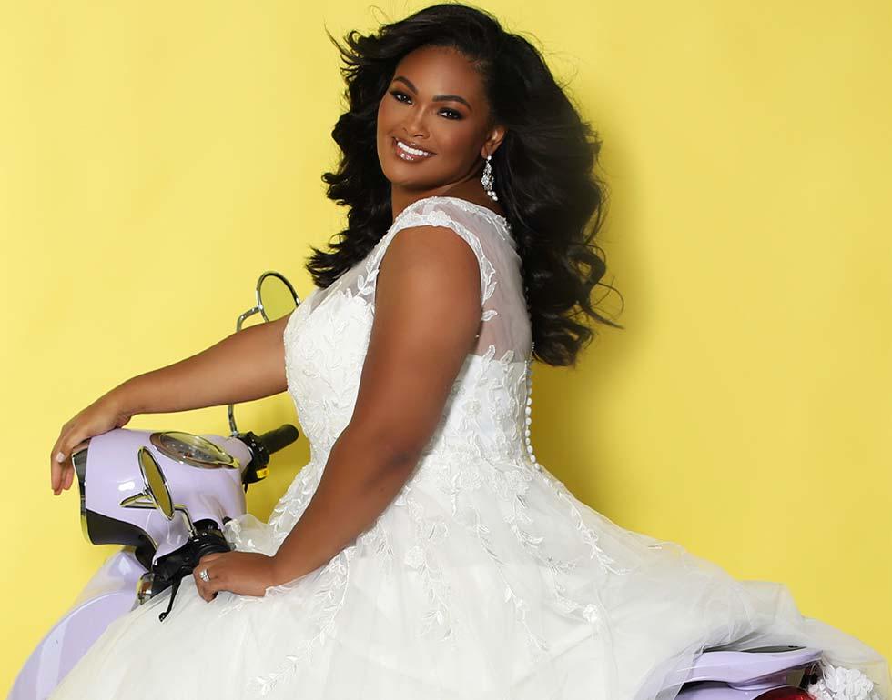 Hochzeitskleid in Übergrosse mit Spitzenapplikationen