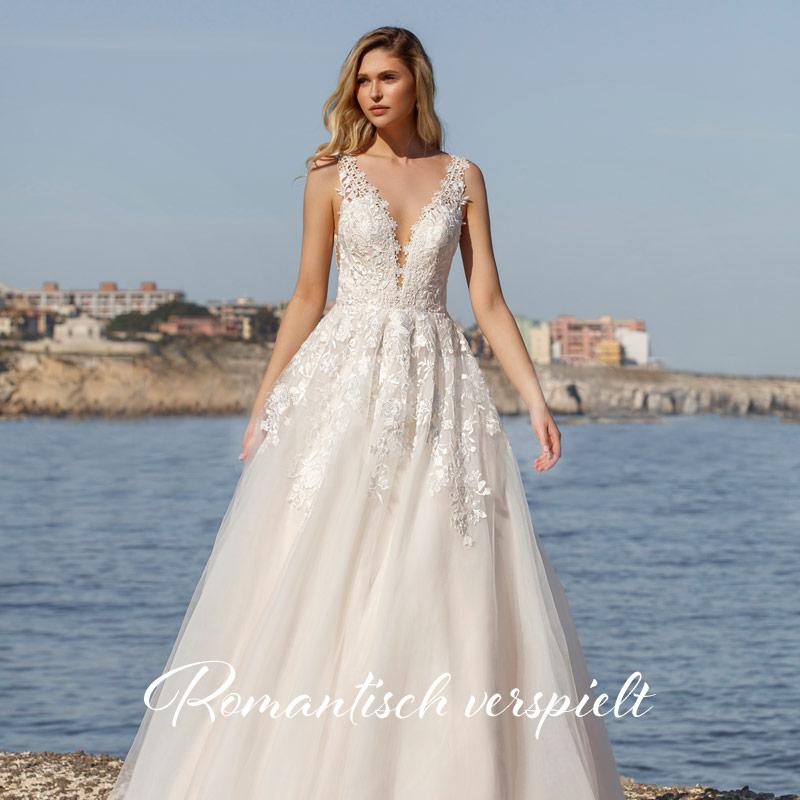 Pompöses Prinzessinnen Brautkleid mit langen Spitzenärmel